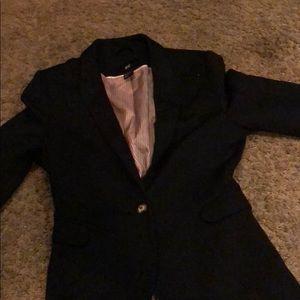 H @ M black suit coat sz 6 worn only a  few times